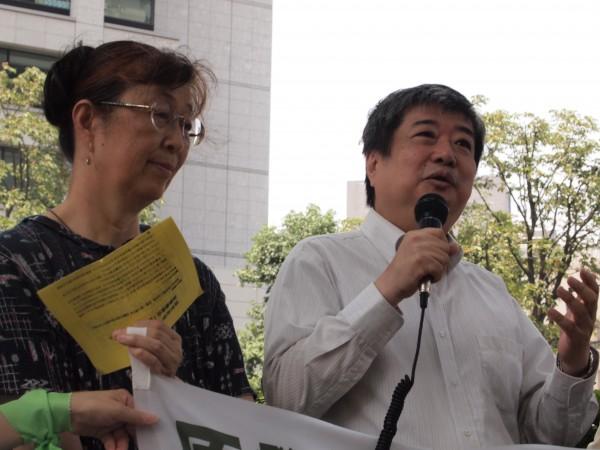 8月3日検察審査会の入っている東京地裁の前での感謝を伝える検審前行動