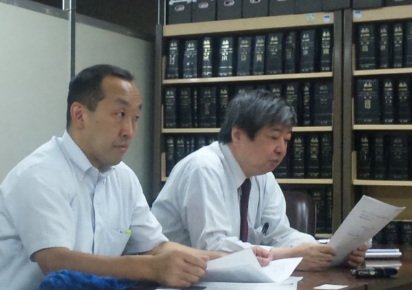 右から、海渡弁護士、只野弁護士(東京・司法記者クラブ)